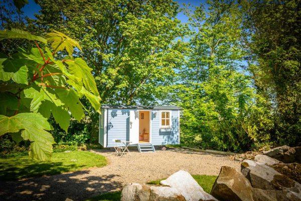 hut-outside-1