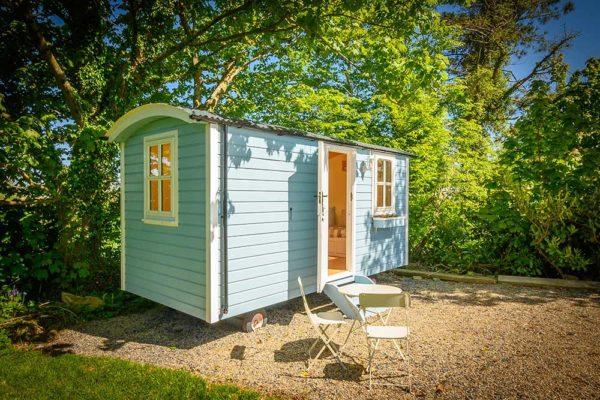 hut-outside-3