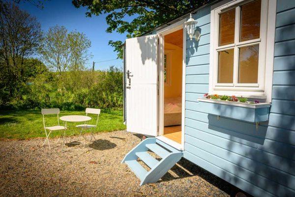 hut-outside-4